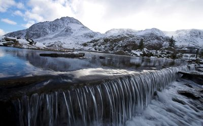 Ogwen-cottage-winter-400x250