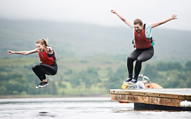 Girls-jetty-jump-jog-dip-locheil-large-800x500