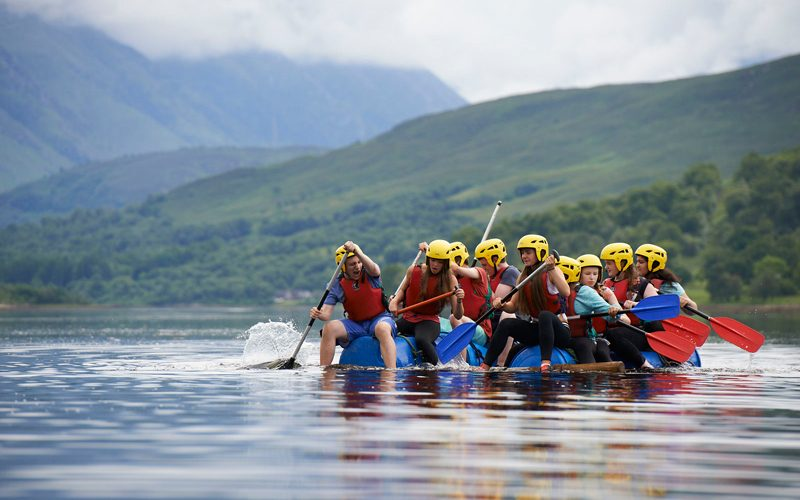 Raft-building-rowing-paddling-long-800x500